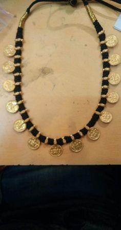 Black Jewelry, Simple Jewelry, Indian Jewelry, Thread Jewellery, Bridal Jewellery, Gemstone Jewelry, Beaded Jewelry, Beaded Necklace, Gold Earrings Designs