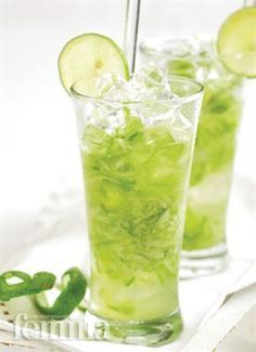 Es Mentimun(cucumber ice) , wanna try it? looks so fresh. Indonesian Desserts, Indonesian Cuisine, Indonesian Recipes, Yummy Drinks, Healthy Drinks, Healthy Recipes, Refreshing Drinks, Healthy Food, Yummy Food