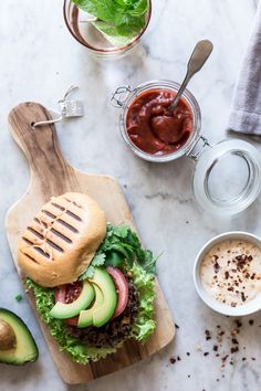 Mexi-burger med sorte bønner og chili mayo