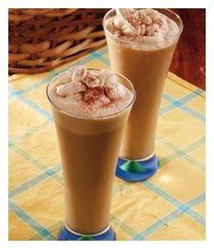 Frappé ao duplo café: Coloque na tigela da batedeira 1 xícara (chá) de creme de leite fresco, 1 colher (chá) de café em pó Melitta e 2 colheres (sopa) de açúcar. Bata (em velocidade alta) por 3 a 4 minutos. Reserve. Bata no liquidificador 4 xícaras (chá) de sorvete de creme  com 7 colheres (sopa) de açúcar mascavo e 300 ml de café em infusão bem forte Melitta. Despeje em copos altos e por cima arrume o chantilly de café. Polvilhe cacau em pó. www.melitta.com.br