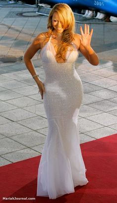 Mariah Carey randi rahm gown! Whatever your opinion of her woman can sing and looks amazing still!