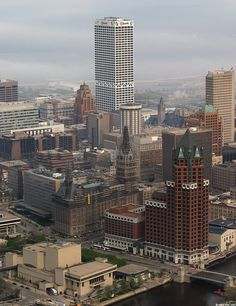 Milwaukee, Wisconsin  [Spent the day here...all I kept thinking was the TV shows Happy Days and Laverne & Shirley!]