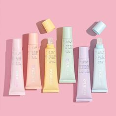 Lip Balm Packaging, Beauty Packaging, Kylie Cosmetica, Labial Kylie, Beauty Brand Ideas, Cute Lipstick, Kylie Makeup, Makeup Package, Smooth Lips