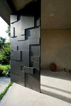 Puerta principal madera geometríca