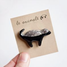 Le Honey Badger Brooch >> le animalé