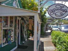 shopping in Makawao Maui HI, on Baldwin Avenue