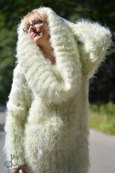 New Hand knitted Extra Thick mohair Ivory Sweater Dress XXL or XL one size Mohair Sweater, Blanket Scarf, Cowl Neck, Mittens, New Dress, Hand Knitting, Fur Coat, Clothes For Women, Sweaters
