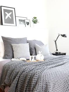 DIY Haekeldecke 4 small Source by taikavera Cozy Bedroom, Bedroom Wall, Dream Bedroom, Bedroom Decor, Manta Crochet, Beautiful Bedrooms, New Room, Decoration, Room Inspiration