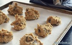It's hard to find a person that doesn't love chocolate chip cookies, because well, they're a classic for a reason. But these Kitchen Sink Cookies aren't just chocolate chip cookies, they're like chocolate chip cookies on steroids. Keto Cookies, Keto Cookie Dough, Cookie Dough Recipes, Cookies Et Biscuits, Pumpkin Cookies, Sugar Cookies, Applesauce Cookies, Cherry Cookies, Molasses Cookies
