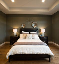 schlafzimmer  dunkel  grün bett braun