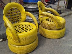 Why is so important to know how to reuse old tires? Old tires are normally thrown out or at the very least end up sitting around in the garage or yard collecting dust. Disposing of old tires is a g… Tire Furniture, Garden Furniture, Recycled Furniture, Handmade Furniture, Furniture Design, Automotive Furniture, Automotive Decor, Garden Chairs, Furniture Chairs