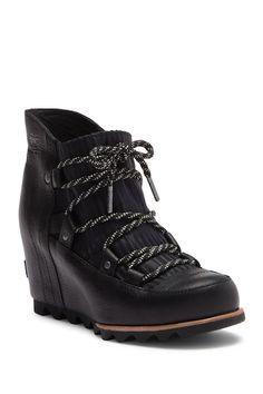 5cd9f4f06 Sandy Wedge Boot Наряды С Сапогами, Фестивальный Стиль, Черные Туфли На  Платформе, Блузы