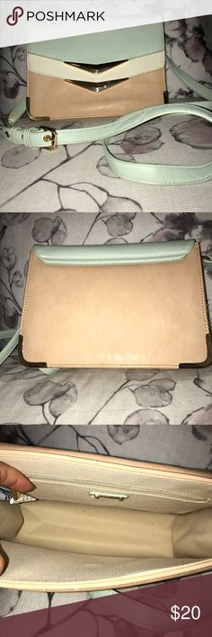 ALDO Crossbody bag Very cute bag, only used it once. Has been sitting in my closet since looks like new well taken care off. Aldo Bags Crossbody Bags