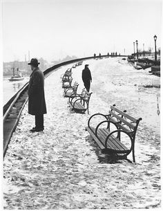 River Walk of Carl Schurz Park, 1948 photo by André Kertész