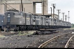 RailPictures.Net Photo: CR 4828 Conrail GG-1 at Rutherford, Pennsylvania by Bob Kise