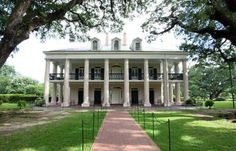 Oak Alley Plantation sits along the Greater River Road