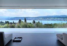 Modern Architecture in Zurich, Switzerland. Gus Wüstemann Architects have designed the Feldbalz house located in Zurich, Switzerland. Interior Exterior, Interior Architecture, Windows Architecture, Interior Design, Architecture Details, Invisible Glass, Small Log Homes, Small Houses, Family Sculpture