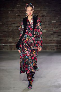 Jonathan Cohen Fall 2019 Ready-to-Wear Fashion Show Collection: See the complete Jonathan Cohen Fall 2019 Ready-to-Wear collection. Look 1 Vogue Fashion, New York Fashion, Runway Fashion, Fashion News, Fashion Outfits, Latest Fashion, Fashion Brands, Casual Outfits, Jonathan Cohen