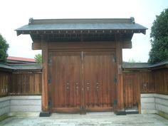 """""""japanese residence gate door""""的图片搜索结果 Japanese Gate, Fence, Garage Doors, Shed, Outdoor Structures, Outdoor Decor, Beautiful, Home Decor, Decoration Home"""