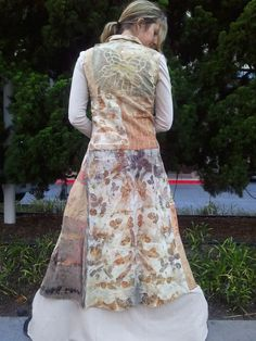 Eco print couture by Michelle Hoffee, Living and Dyeing Boho Outfits, Vintage Outfits, Fabric Embellishment, How To Dye Fabric, Dyeing Fabric, Textile Artists, Handmade Clothes, John Muir, Style Inspiration