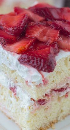 low carb dessert recipes, easy dessert recipes, easy japanese dessert recipes - Strawberry Shortcake ~ Easy recipe with 2 gourmet layers of cake filled with whipped cream and sliced strawberries. 13 Desserts, Brownie Desserts, Strawberry Desserts, Delicious Desserts, Yummy Food, Strawberry Wedding, Easy Strawberry Shortcake, Strawberry Summer, Vanilla Cake With Strawberries