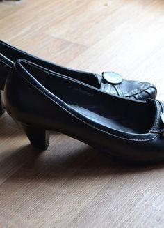 Kupuj mé předměty na #vinted http://www.vinted.cz/damske-boty/lodicky/11745811-cerne-lodicky-se-zdobenou-spickou