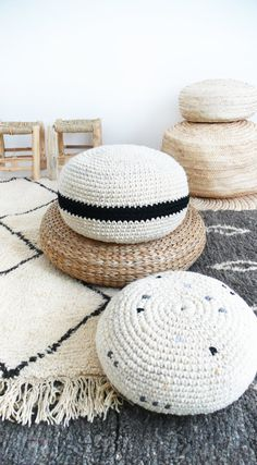 Crochet pouf thick wool Natural undyed and black by lacasadecoto Pouf En Crochet, Knitted Pouf, Crochet Pouf Pattern, Floor Pouf, Floor Cushions, Do It Yourself Inspiration, Meditation Cushion, Crochet Home Decor, Boho Stil