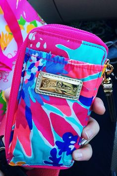 preppyinpink9:  apreppylife:  hollyhundsdorfer:  I wish my wallet was still this clean   SAME   For reals