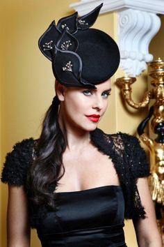 Julie Anne Lucas Millinery Collection This hat has lots of movement. The eye follows from dip in front to tip of trim. #millinery #judithm #hats