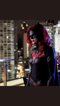 Batman villain Hush has been announced as one of the major baddies of CW's BATWOMAN. Batwoman, Nightwing, Captain Marvel, Marvel Dc, Marvel Comics, Batman History, Maggie Sawyer, Batman Suit, Rick And Morty Season