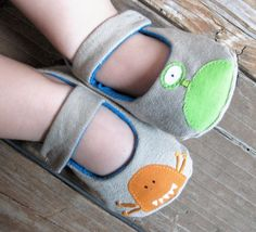 Baby Shoes in Little Monsters made to order by MarigoldandSage, via Etsy. Cute Baby Shoes, Baby Girl Shoes, Girls Shoes, Little Monster Party, Felt Shoes, Little Monsters, Baby Boutique, Sewing For Kids, Baby Booties