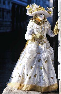 Carnevale di Venezia Venice Carnival Costumes, Venetian Carnival Masks, Carnival Of Venice, Venetian Masquerade, Masquerade Ball, Venetian Costumes, Venice Carnivale, Venice Mask, Carnival Fantasy