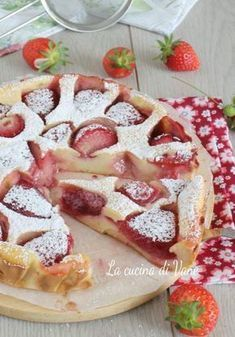 CLAFOUTIS alle FRAGOLE Mini Cheesecakes, Burritos, Fondue, My Favorite Food, Favorite Recipes, Best Apple Pie, Chocolate Cheese, Homemade Pie, Cheese Platters
