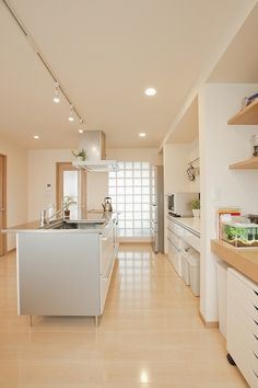 価格.com - 『カフェのようなキッチン』 キッチンのリフォーム事例(4954) Minimalist Kitchen Design, Home Interior Design, House Design, House Interior, White Kitchen Design, Japanese House, Home, Modern Kitchen Renovation, Japan Interior