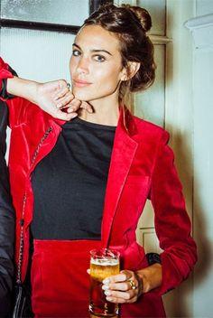 veste smoking en velours rouge, la classe quoi