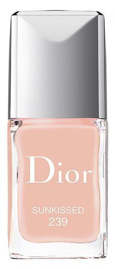 Die limitierten Nagellacke von Dior gibt es in den frischen Sommerfarben – Sunkissed 239