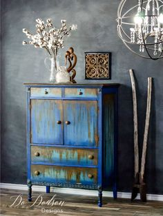 I wouldn't have ever dreamed that rust would looks this good on second hand furniture. Second hand furniture makeover. #repurposed