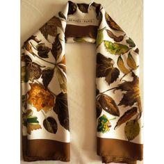 Carré hermès,foulard maison hermès,feuilles d automne,hermès sciarpa, seidentuch,hermès silk scarf,luxe accessoire,femme c5c5c3608e5