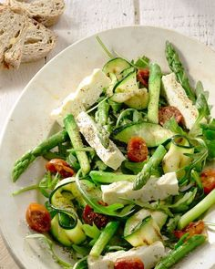 Salad of roasted asparagus, courgettes and feta - A beautiful salad for Easter brunch, or on another beautiful spring day, with grilled asparagus and - Veggie Recipes, Salad Recipes, Vegetarian Recipes, Healthy Recipes, Healthy Cooking, Healthy Eating, Happy Foods, Food Inspiration, Love Food