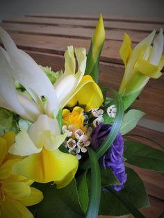 Bouquet de fleurs printanières signé L'espace fleurs et déco espacefleursetdeco.com
