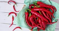 There are various health benefits of cayenne pepper. It boosts the metabolism relives joint & nerve pain aids weight loss promotes hair growth gives a natural face glow treats psoriasis and fights common cold. Burn Belly Fat, Lose Belly, Insecticide Bio, Best Fat Burning Foods, Red Chili, Cayenne Peppers, Red Peppers, Medicinal Herbs, Herbal Plants