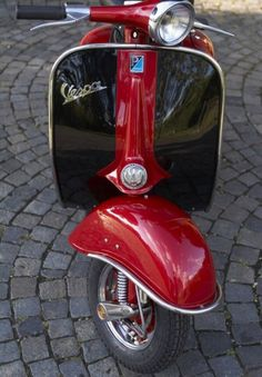 Vespa....   MY KIND of bike......!!!!!tm