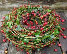 Summer Flower Arrangements, Floral Arrangements, Wreaths And Garlands, Door Wreaths, Christmas Wreaths, Christmas Decorations, Forma Circular, Valley Flowers, Deco Floral