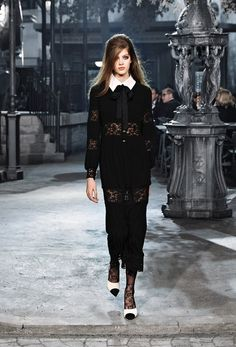 The latest fashion shows, ready-to-wear & accessories collections and haute couture on CHANEL official website