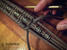 Runic Compass with RuneScript - Paracord bracelet with Exclusive brass buckle (Vegvísir with Futhark) and brass runic beads Paracord Bracelet Designs, Paracord Projects, Paracord Bracelets, Knot Bracelets, Survival Bracelets, Paracord Braids, Paracord Knots, Bracelet Fil, Bracelet Crafts