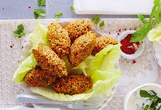 Bulgur-Köfte mit Fetadip Feta, Tandoori Chicken, Starters, Chicken Wings, Cauliflower, Food And Drink, Vegetables, Ethnic Recipes, Bulgur