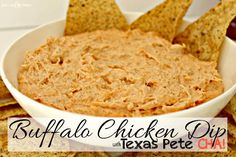 the PERFECT recipe for tailgating during football season.  this recipe has a twist from the normal buffalo chicken dip that is a TOTAL game changer [even if you don't like sriracha] #texaspetecha #ad
