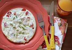 Tomato Mozzarella Egg White Omelet - A quick and easy meal made with tomatoes, egg whites, mozzarella, and parmesan cheese. #vegetarian