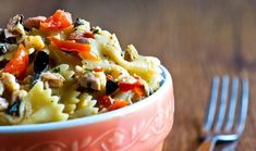 6 Refreshingly Cold Pastas for Hot Summer Days. An Italian favorite to beat the heat Tuna Pasta, Pasta Salad, Ham And Cheese, Macaroni And Cheese, Cold Pasta Recipes, Pasta Sides, Foods To Avoid, Southern Recipes, Southern Food