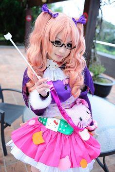 Fluffy skirt, hello kitty & glasses